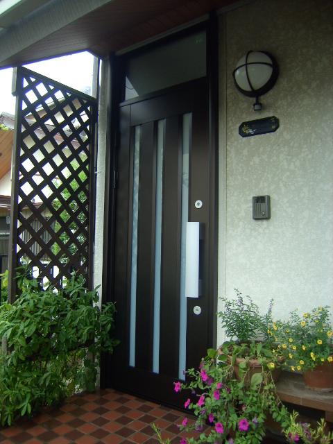 ランマ付きの玄関ドア交換施工例