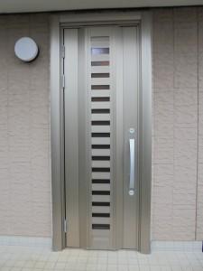 積水ハウスの玄関もカバー工法で取り替えることができます。