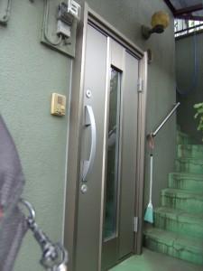 シャンパン色の玄関ドアに交換しましたブログ