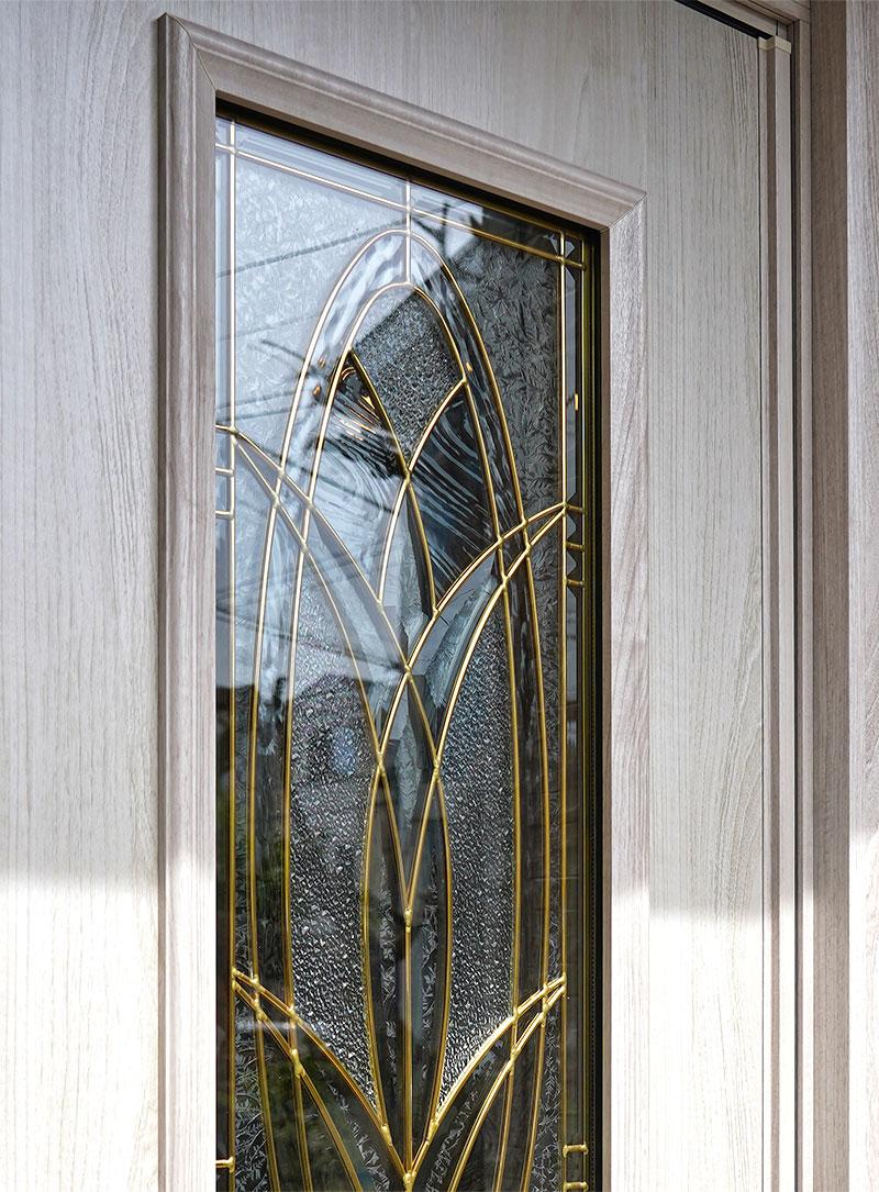 おしゃれなステンドグラスの玄関ドア